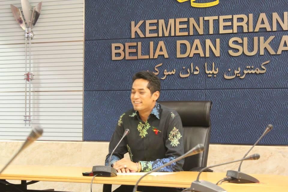 El ministro tomando la palabra
